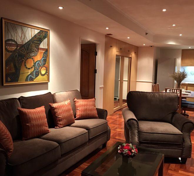 Rent 2-bedroom apartment near Sukhumvit MRT - mid-floor - large size - Las Colinas condominium