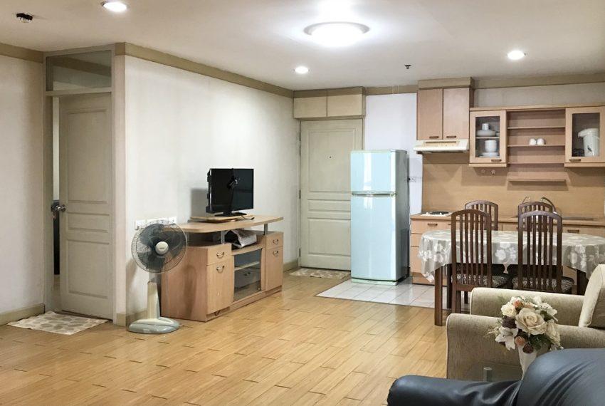 living & kitchen room
