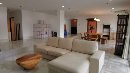 Large Bangkok apartment with 3 balconies for sale - 3-bedroom - 33 Tower condo near BTS