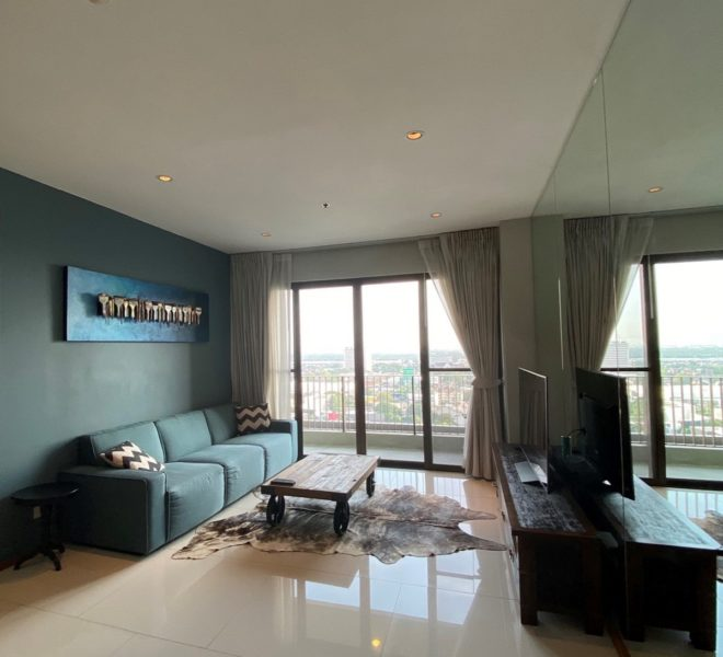 River-view condo in Sukhumvit 24 for sale - high floor - The Emporio Place