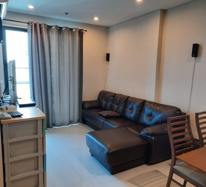 Flat for rent on a high floor - 1-bedroom - near MRT - Villa Asoke condominium