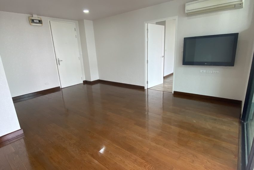 livingroPet-friendly condo in Ekkamai for sale - 2-bedroom - D 65 condominiumoma