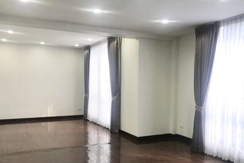 master bBangkok townhouse in Ekamai for sale - 4-story - recently renovatededroom on 2nd fl