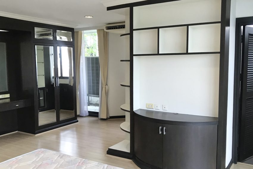 master bedroom2Large Bangkok condo for sale - 2-bedroom - the best deal in Supalai Place Sukhumvit 39