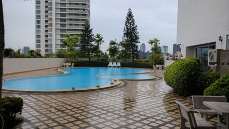 Oriental Towers Bangkok condominium in Ekkamai 12 - large apartments