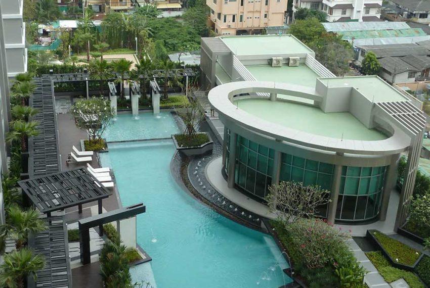 rhythm-ratchada-pool-and-garden