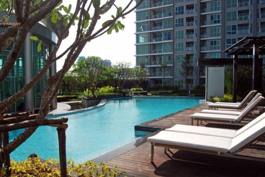 rhythm-ratchada-swimming-pool