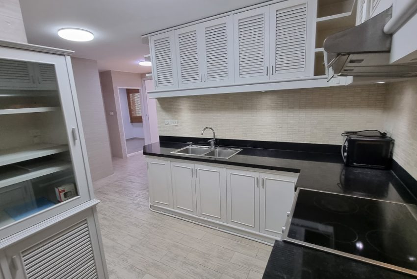 separated kitchen
