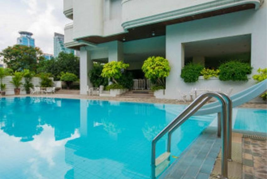 shiva-tower-sukhumvit-15-swimming pool