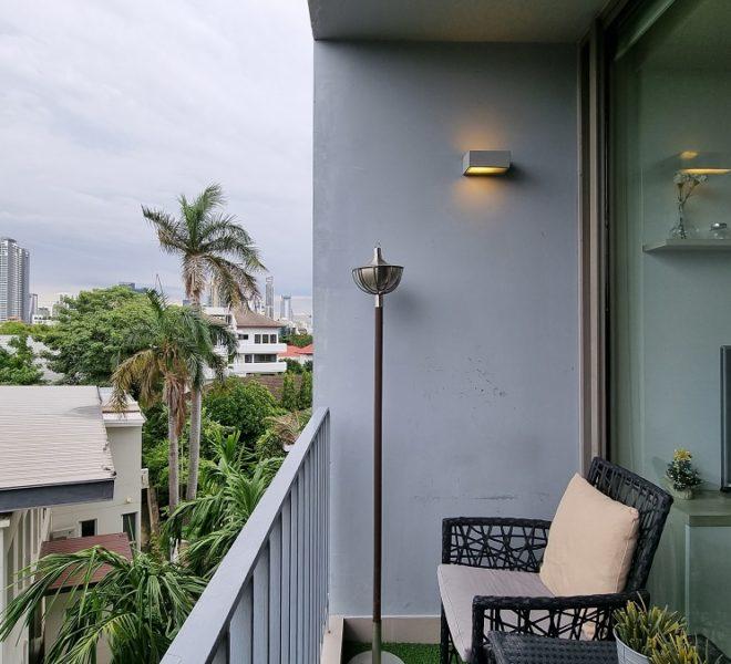 sitting area on balcony