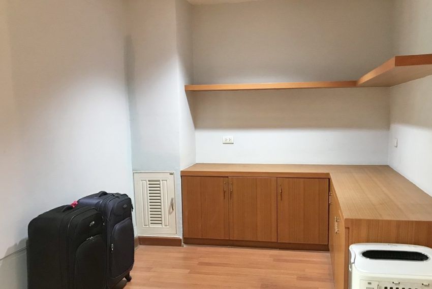 space between dowstair to upstair