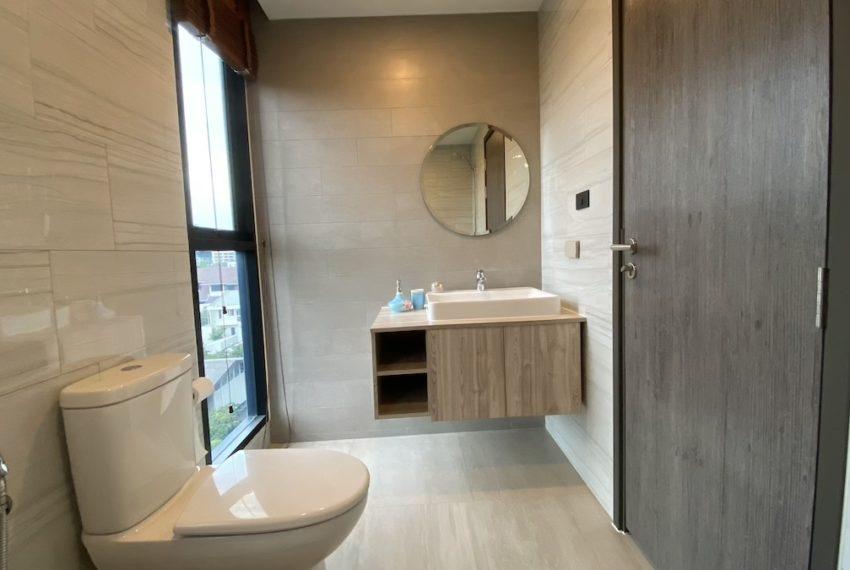 toilet1a