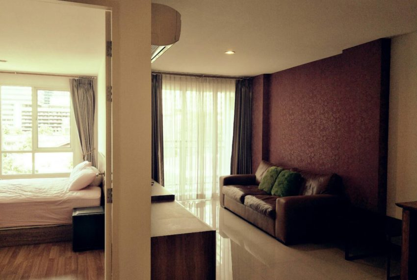 vogue sukhumvit 15 condominium 1-bedroom for sale - living